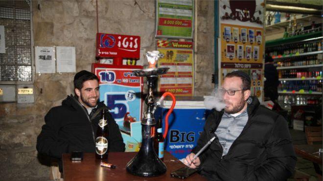 إسرائيل تشدد إجراءات حظر التدخين في الأماكن العامة