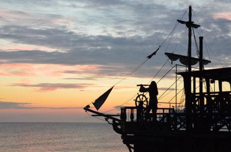 """""""القراصنة"""" أسياد أعالي البحار.. مغامراتهم لا تخطر على بال"""