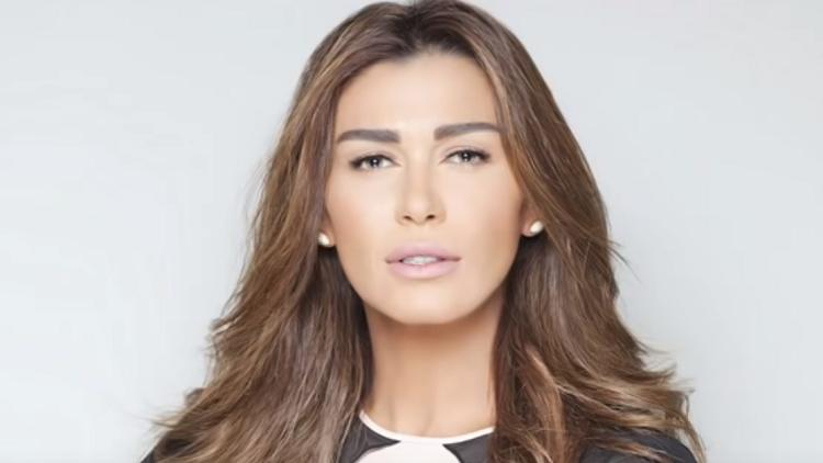 النجمة نادين الراسي تعلن اعتزالها الفن بشكل نهائي!