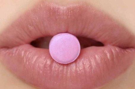 """هل تعاني مشكلة """"بلع حبة الدواء""""؟ إليك هذه الطرق"""