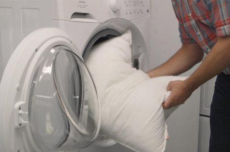 كم مرة علينا غسل وسائدنا؟ وما هي الطريقة الأنسب لغسلها؟