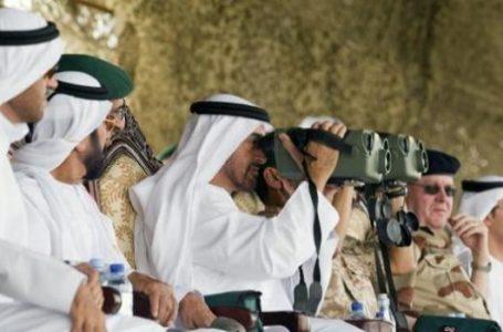 """""""أنتَ في دولة السعادة"""" .. بحث حديث يكشف: نصف سكان الإمارات يشعرون أنهم يتعرّضون للتجسس!"""